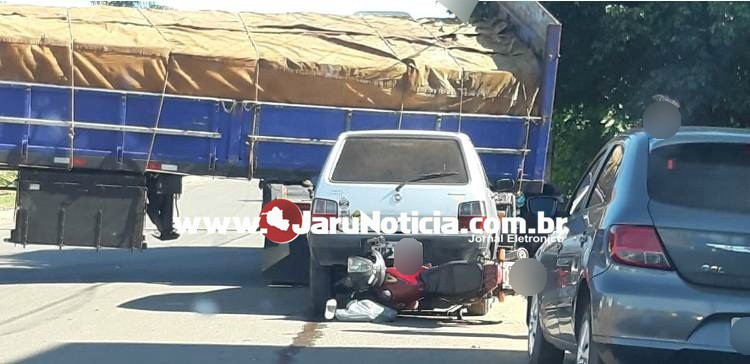 Jaru: Carreta desgovernada causa acidente, colidindo em veículos