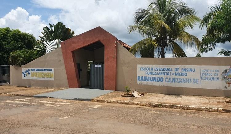 Jaru: Escola Raimundo Catanhede é alvo de furto e tem data show e monitor furtados