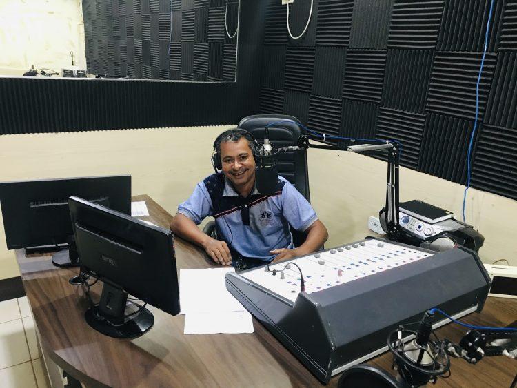 ZONA MIX – Radialista Rangner Andrade estreia novo programa na Radio Nova Jaru FM