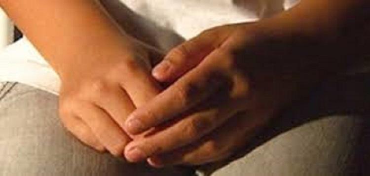 Homem é preso por estuprar criança de 04 anos no sofá da sala; avó teria presenciado o crime e nada feito