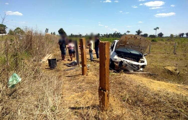 Homem perde o controle de direção e capota veículo na zona rural de Machadinho
