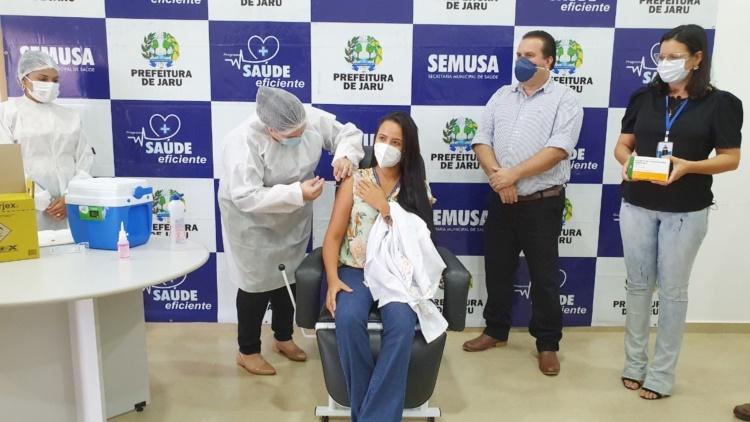 Jaruenses recebem as primeiras doses da vacina contra a Covid-19