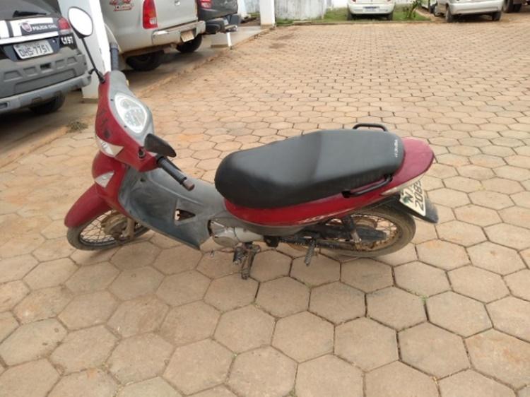 Em Jaru, Polícia Militar recupera motoneta Honda Biz furtada
