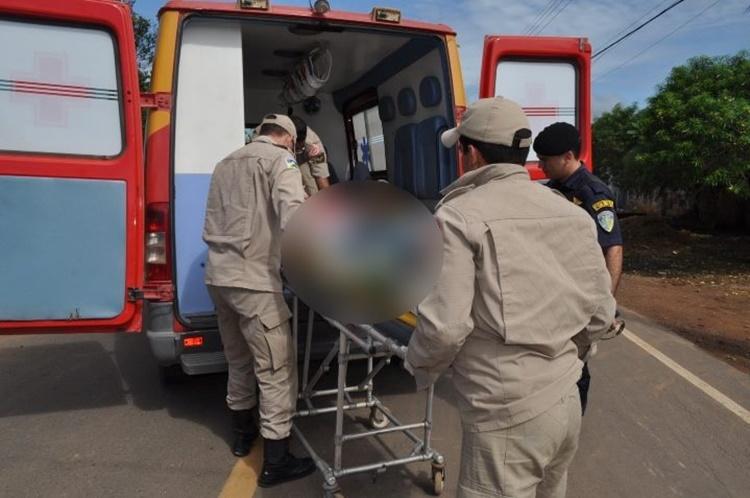 JARU – Motociclista e pedestre são socorridos ao hospital após atropelamento na avenida Dom Pedro I